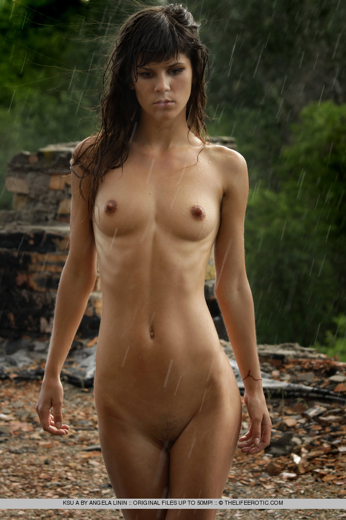 nude girl in rain